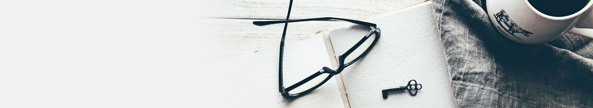 יומן ומשקפיים